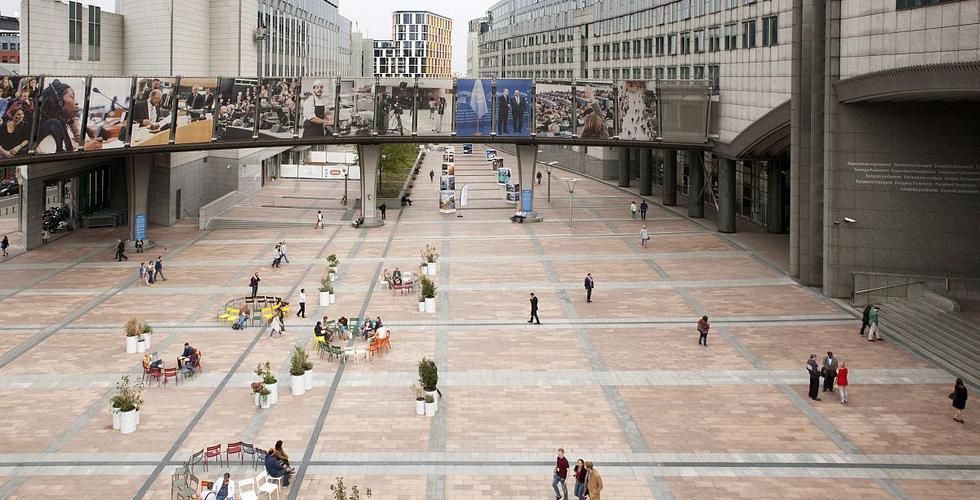 Konstelacje – projekt aranżacji placu przed wejściem do Parlamentu Europejskiego